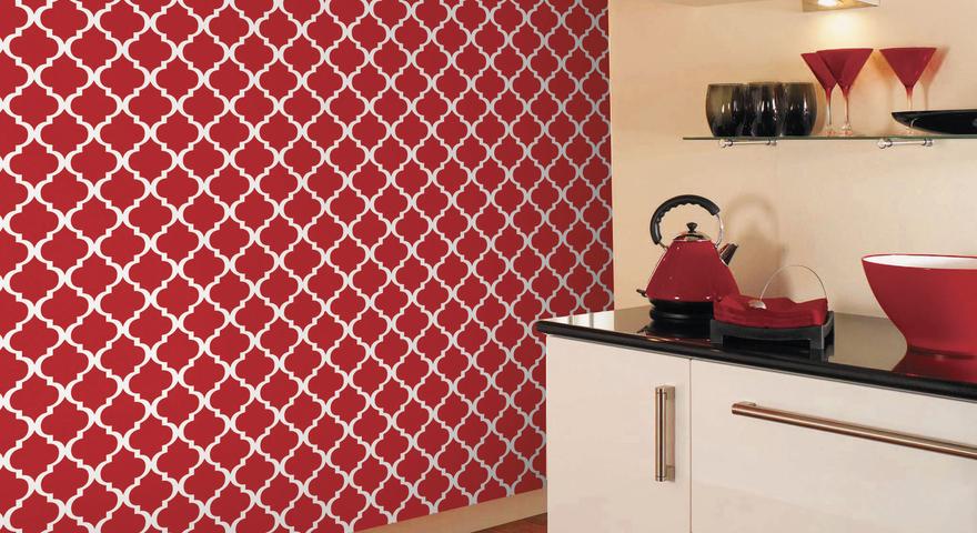 Cozinha com papel de parede vermelho