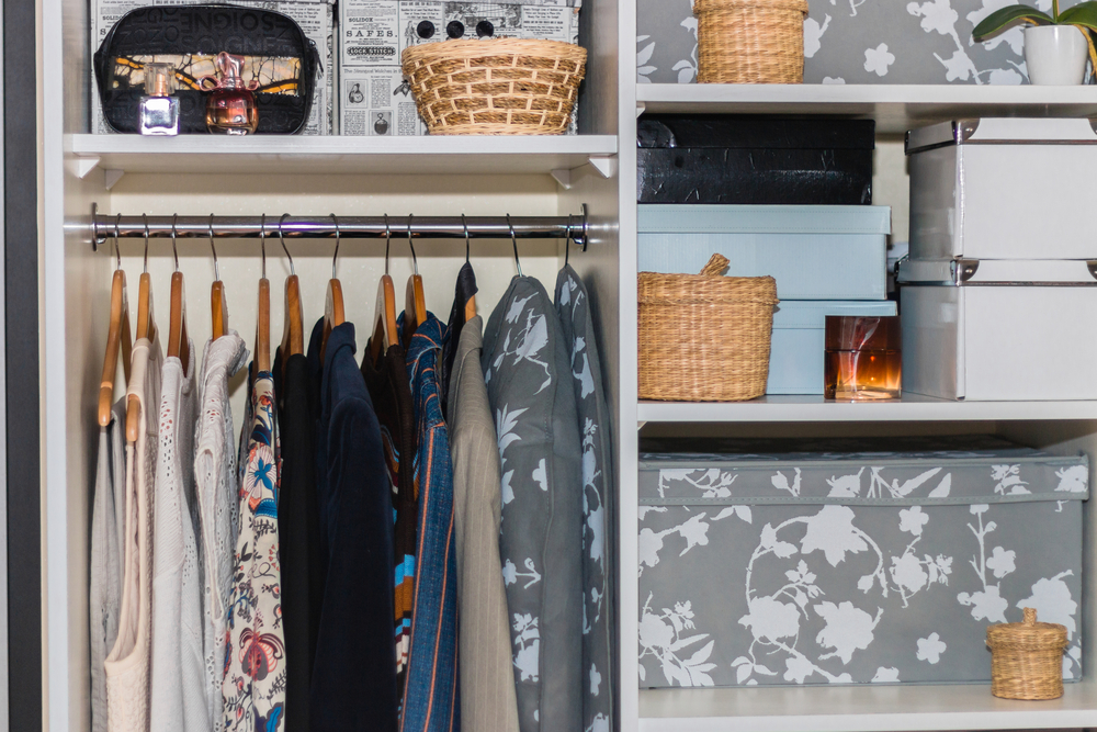 Excepcional 4 ideias criativas de como organizar seu guarda roupas QI34