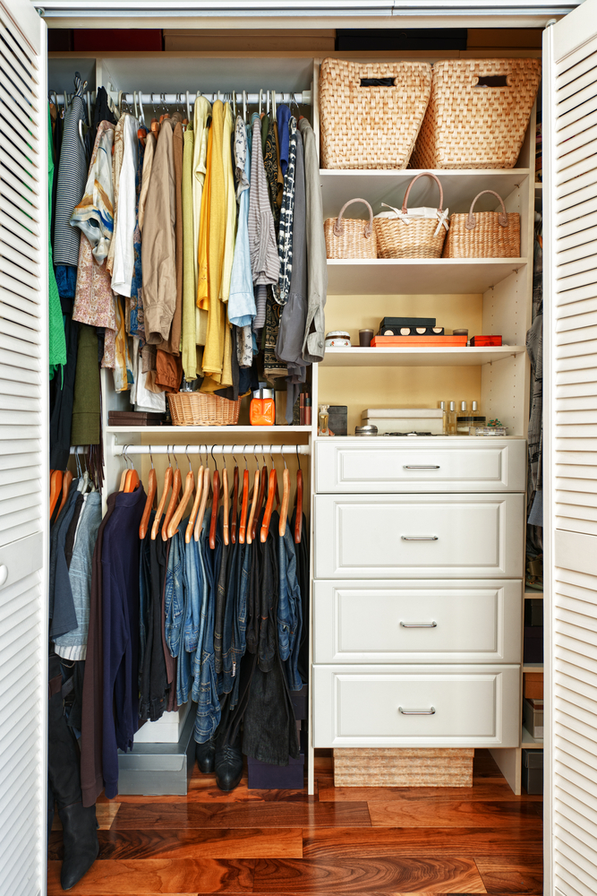 Populares 4 ideias criativas de como organizar seu guarda roupas JE37