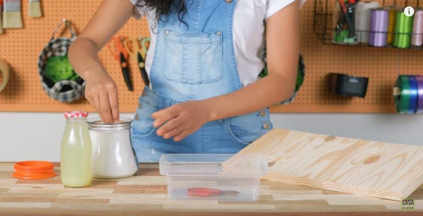 Por conter ácido cítrico, ele é ótimo para retirar a ferrugem. O processo,  de novo, é simples  coloque a sua ferramenta no refrigerante e deixe agir  por, ... 85766b0f54
