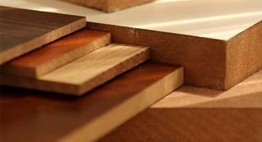 Adquira chapas e painéis de madeira para construção e bricolagem