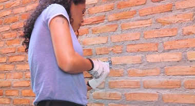 Ana Sombra e água fresca: saiba como instalar os ganchos de parede para pendurar rede