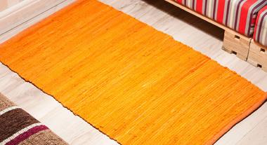 Aposte em tapetes e mantas para aquecer o inverno