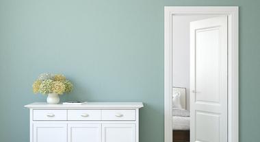 Aposte nas portas decoradas para deixar seu cômodo em destaque