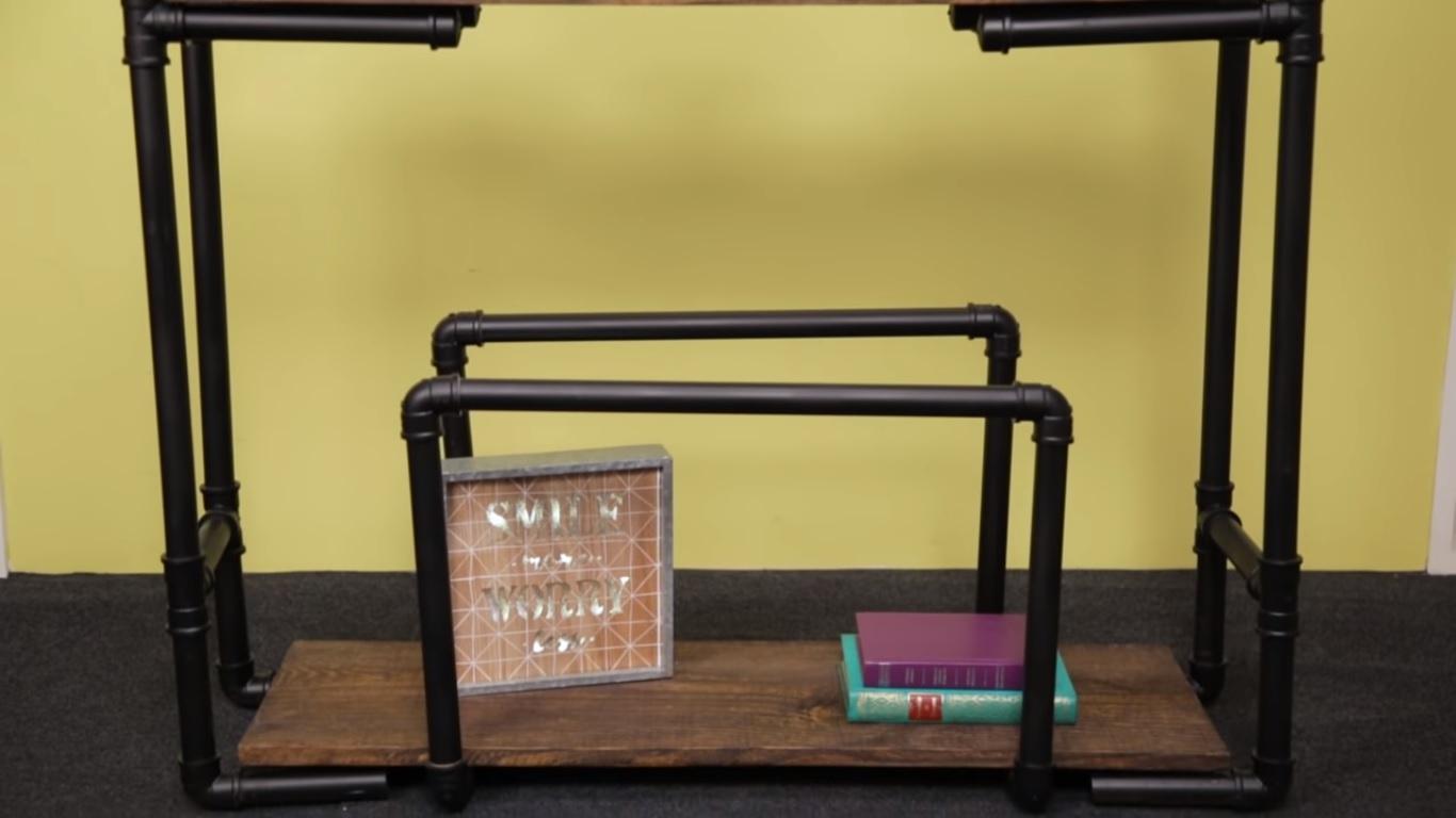 Aprenda a fazer uma estante barata com canos de PVC