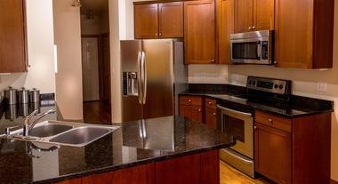 Bancada de cozinha: saiba como escolher o melhor material e acabamentos