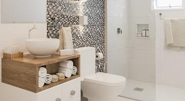 Banheiro com pastilhas de vidro e gabinete com estilo retrô
