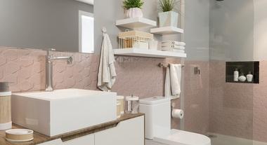 Banheiro com revestimento de parede rosa