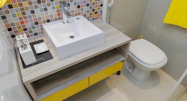 Banheiro ganha estilo com transformação