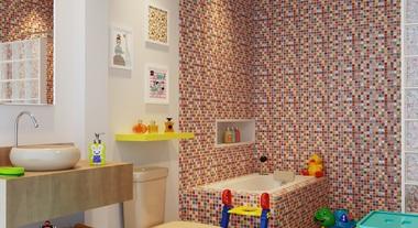 Banheiro infantil grande com pastilhas coloridas