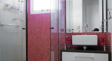 Banheiro pequeno decorado com pastilha