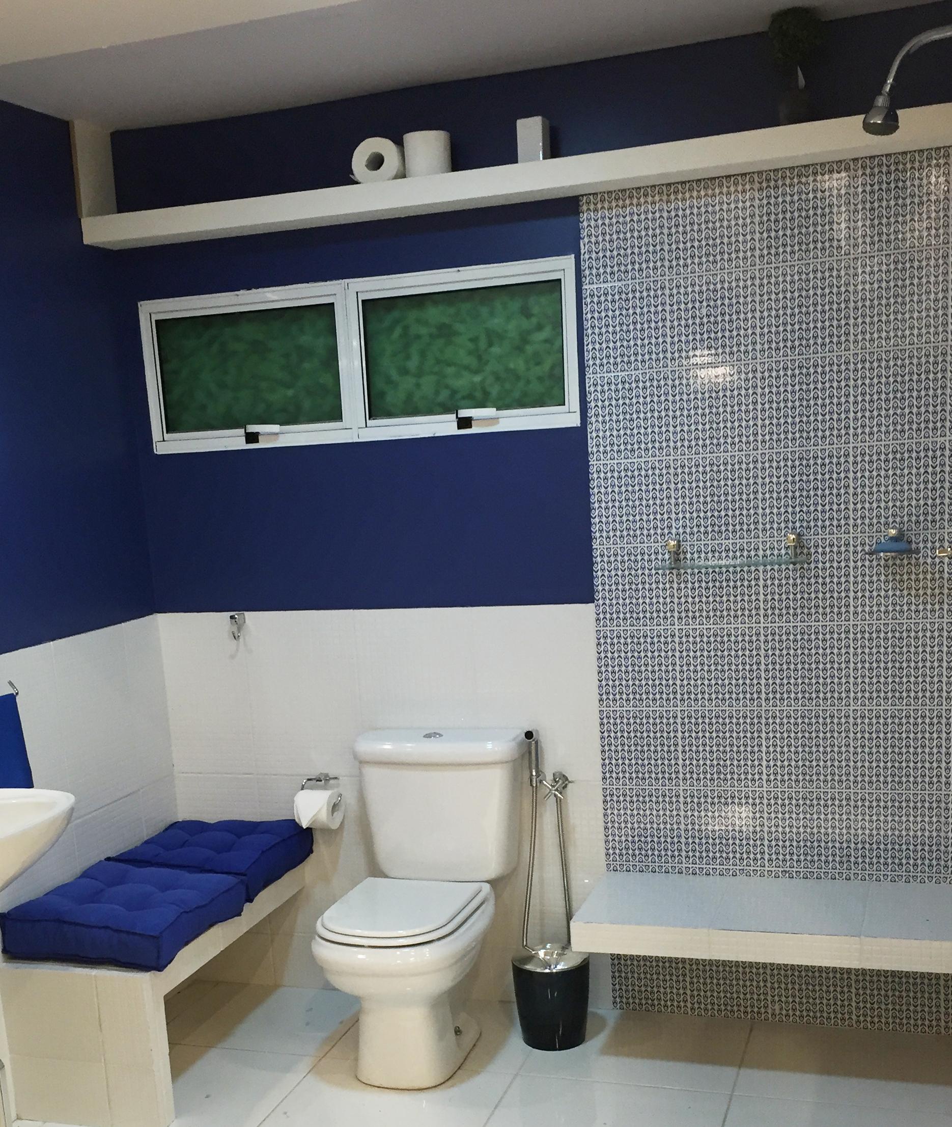 Banheiro pequeno decorado em tons de azul leroy merlin for Lavabos pequenos leroy merlin