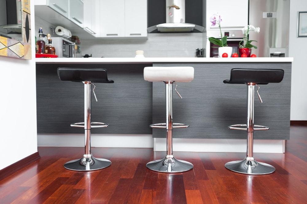 Banqueta para cozinha: vejo os modelos mais tradicionais desse móvel super funcional