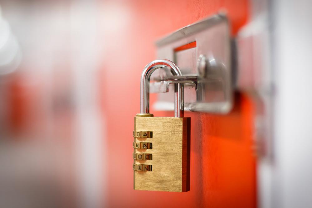 Cadeado com segredo, alarme e mais: conheça os tipos e usos mais comuns e eficientes