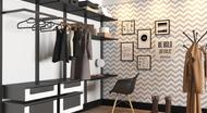 Closet grande com papel de parede