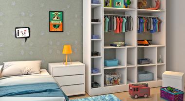 Closet infantil com caixas organizadoras