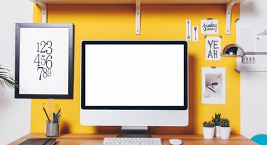 Como decorar e organizar sua mesa de trabalho: confira 5 dicas