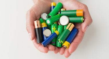 Como descartar lâmpada, óleo de cozinha, baterias e outros itens da sua casa
