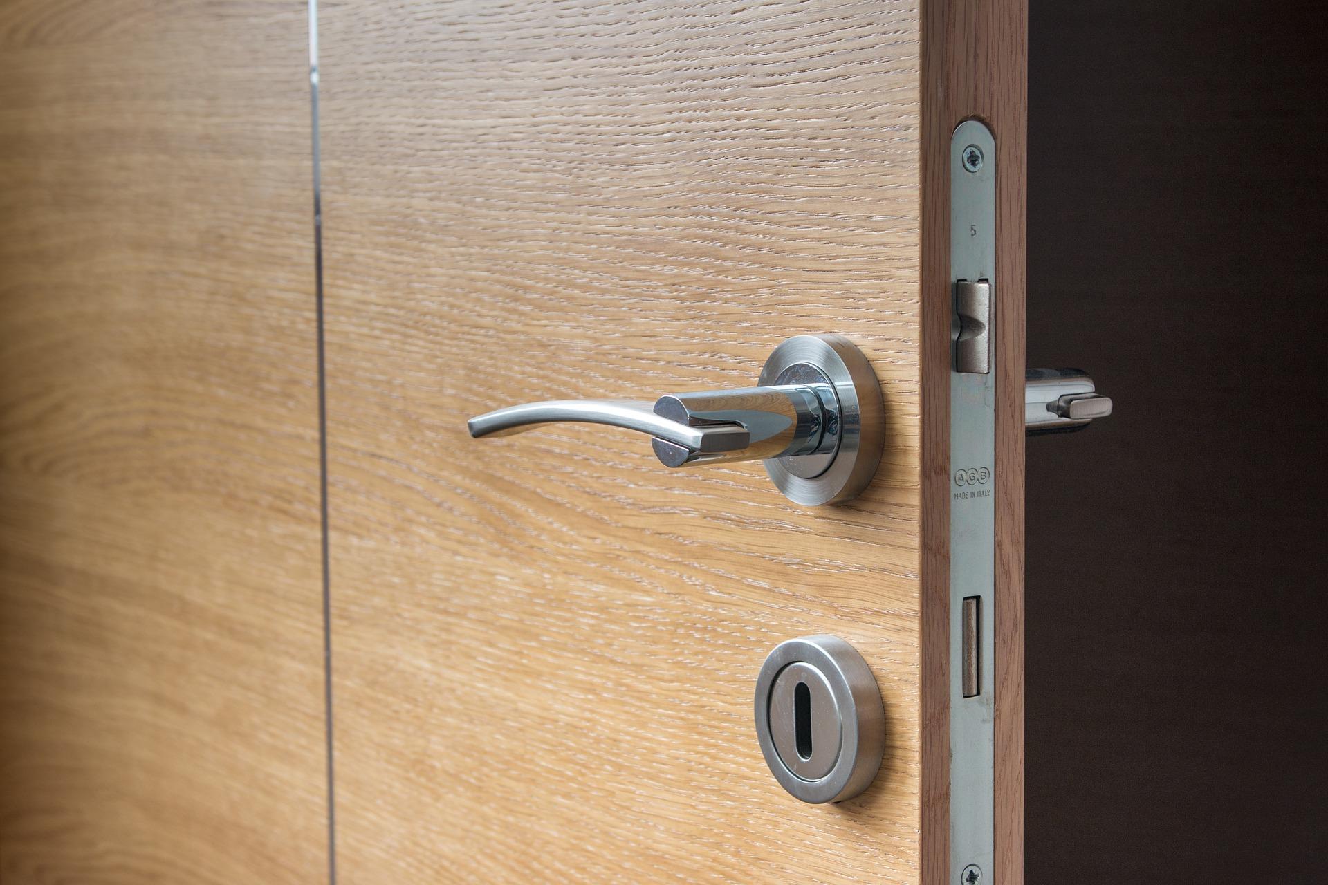 Descubra o tamanho da m quina da fechadura ideal para a for Puerta corrediza externa