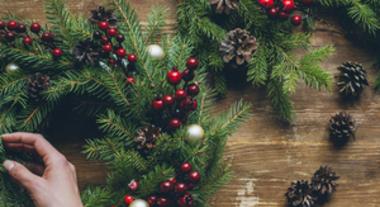 Como fazer guirlanda de Natal: passo a passo para criar o seu próprio enfeite de porta