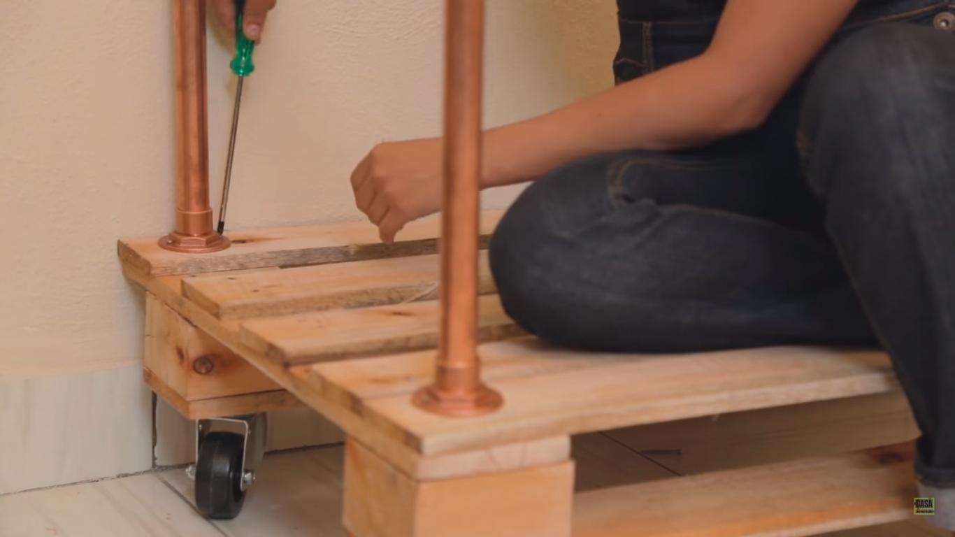 Como fazer sofá de pallet: passo a passo por Paloma Cipriano