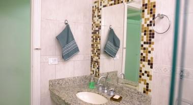 Como instalar pastilhas no banheiro sem fazer sujeira