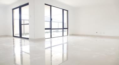 Como limpar porcelanato: o que saber para não estragar o seu piso