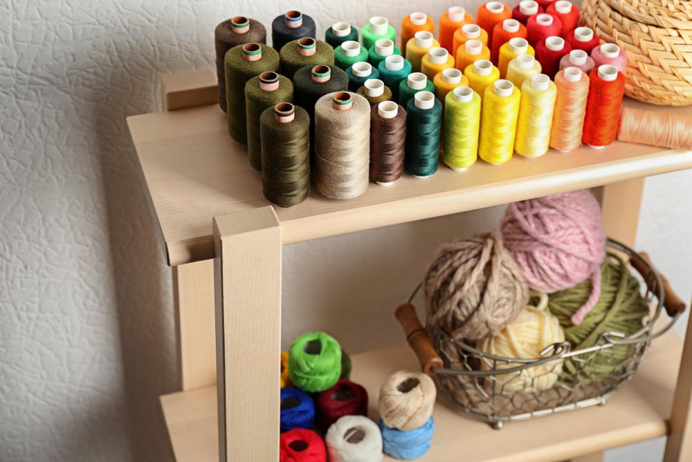 Como organizar itens de costura: veja organizadores que ajudam a não misturar linhas e vão arrumar seu atelier