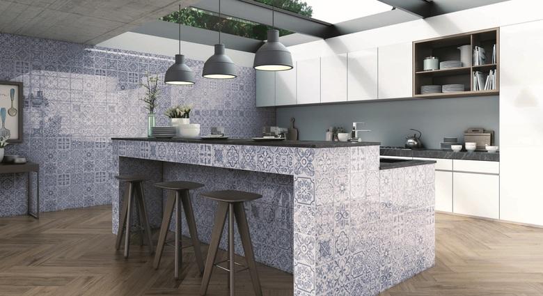 Cozinha e sala de jantar com porcelanato