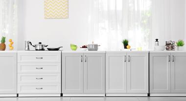 Cortinas para cozinha: os modelos que estão em alta e o que você precisa para fazer uma personalizada