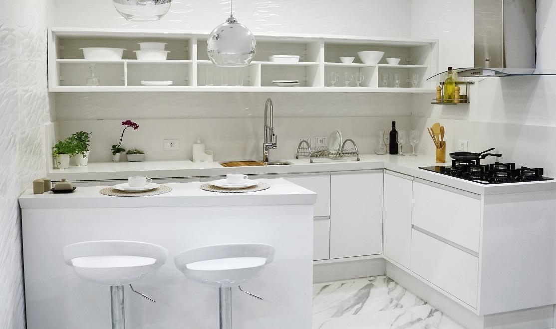 Cozinha grande com decora o branca e prateada leroy merlin - Baneras pequenas leroy merlin ...