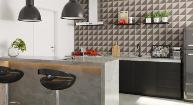 Cozinha grande com detalhe preto e branco