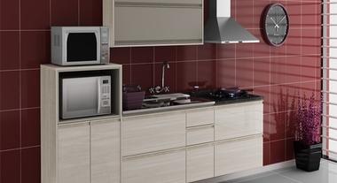 Cozinha organizada e decorada com armários