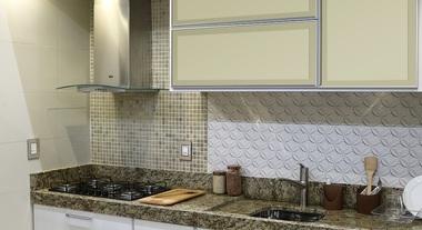 Cozinha pequena e simples com revestimento de parede