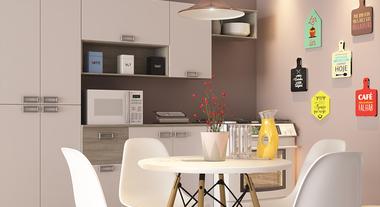 Cozinha pequena simples com quadros temáticos