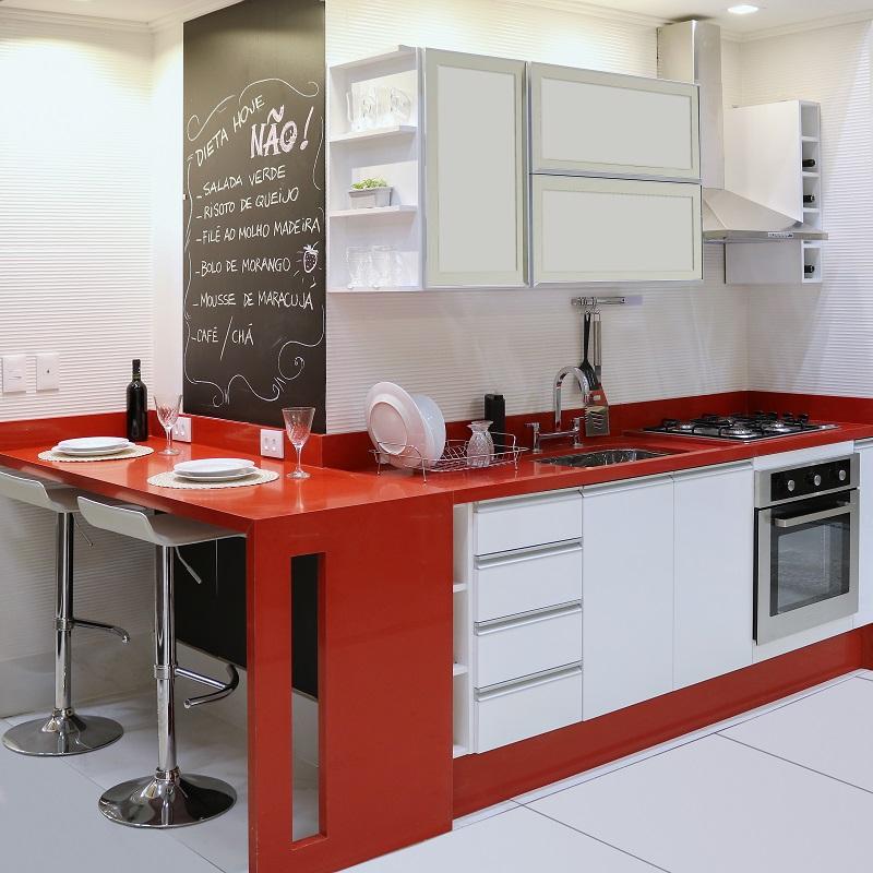 Cozinha planejada grande com detalhes em vermelho leroy - Baneras pequenas leroy merlin ...
