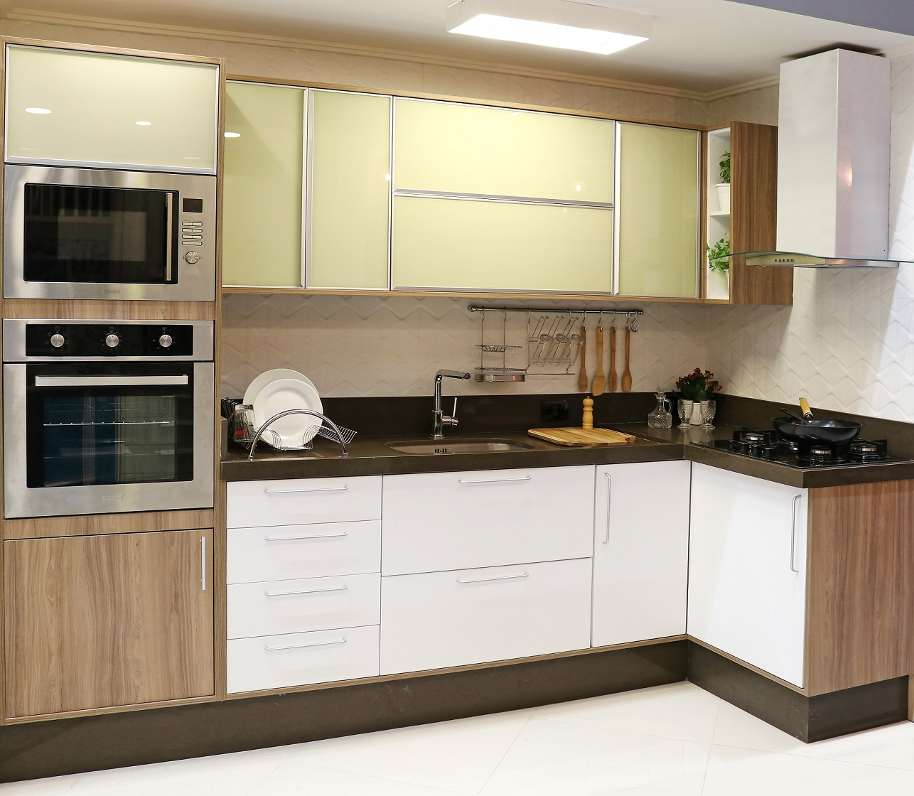 Cozinha Planejada Grande Com Tons Amadeirados Leroy Merlin