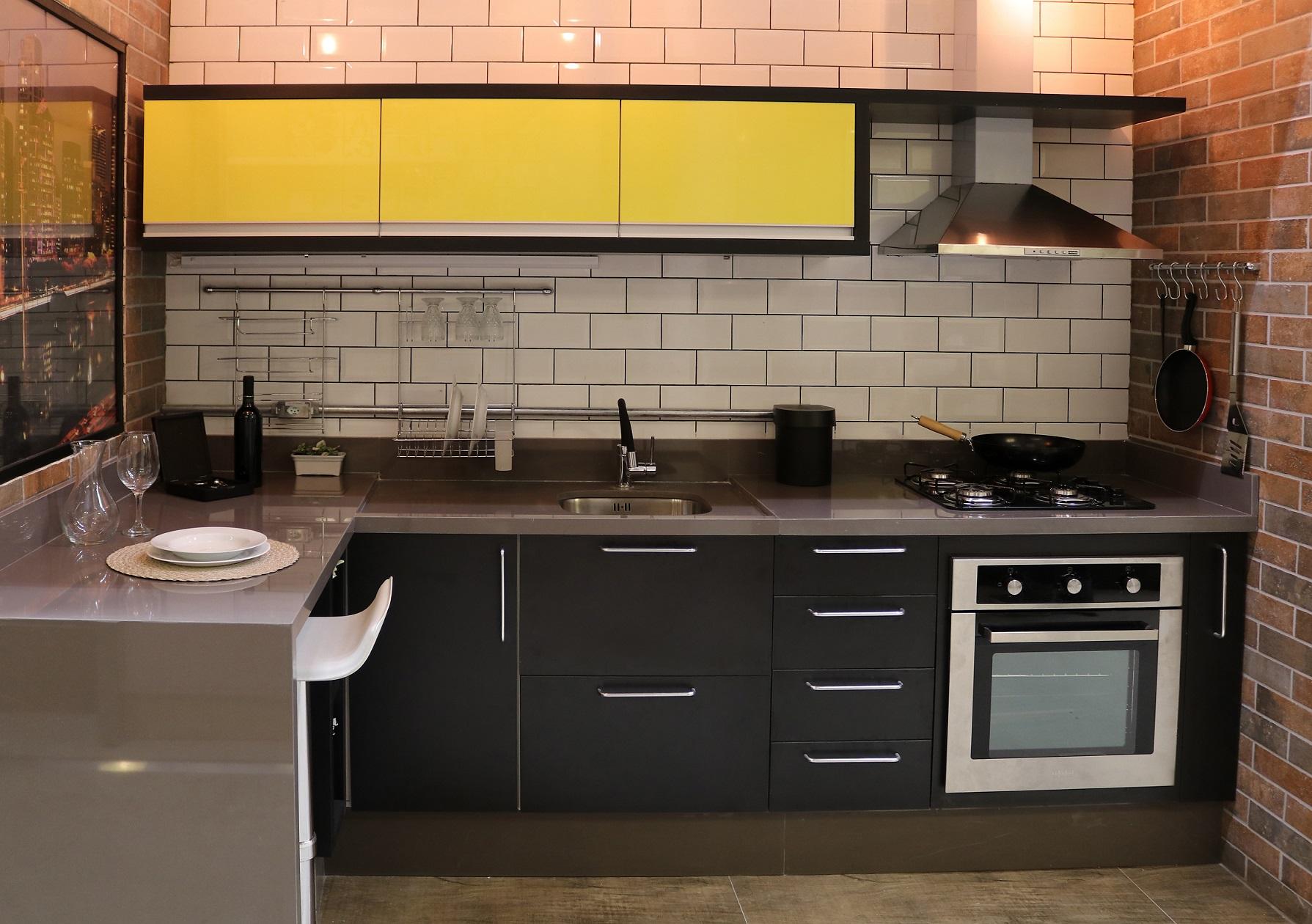 Cozinha Planejada Preta Pequena Com Pastilhas Leroy Merlin