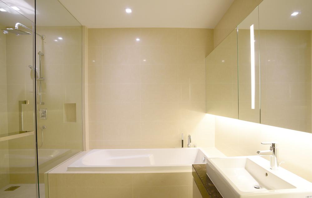 #474300 Veja dicas simples para renovar o visual do banheiro todo branco 1000x633 px Banheiro Simples Todo Branco 2018 3801
