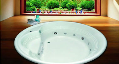 Desfrute de momentos relaxantes em banheiras