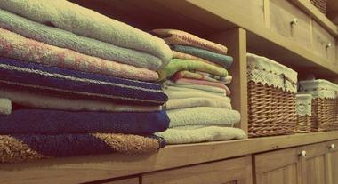 Dicas para armazenar e organizar roupa de cama, mesa e banho