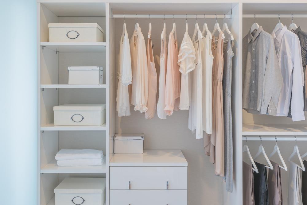 Dicas para montar um closet aberto e organizado