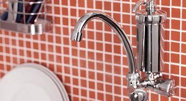 Dois em um: conheça os benefícios da torneira de parede com filtro