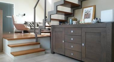 Escadas modernas: escolha entre diversos formatos e materiais para além da madeira