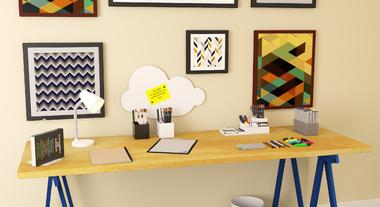 Escritório pequeno com mesa de cavalete