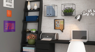 Escritório pequeno organizado com caixas