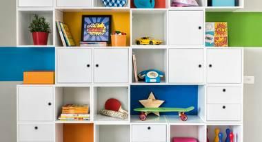 Estante decorativa com nichos para organizar sua casa