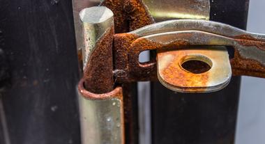Grau de corrosão de metais: aprenda a identificar os níveis do problema e como fazer o tratamento anticorrosivo