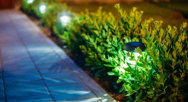 Iluminação de jardim: dicas para iluminar a área externa da sua casa