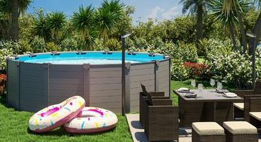 Jardim grande com mesa e piscina de armar